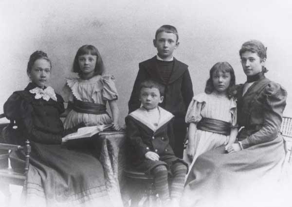 Gertrud von Bullion mit ihrer Familie