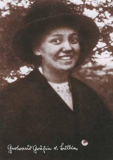 Gertraud von Bullion (1891 - 1930), Mitgründerin der Schönstätter Frauenbewegung, Schwarz-weiß-Foto, Portrait mit Hut